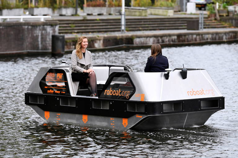 Pesquisadores experimentam barcos autônomos, os '' Roboats'' nas vias navegáveis de Amsterdã, na Holanda