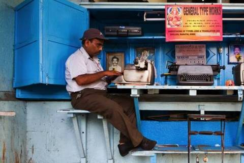 Para entusiastas indianos, antigas máquinas de escrever não são ferramentas antiquadas de trabalho, mas sim bens práticos e adorados