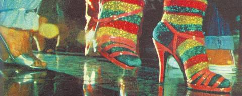 Televisão: meias de lurex e sandálias de salto alto compõem o figurinho de Julia Mattos, personagem interpretada por Sônia Braga na novela