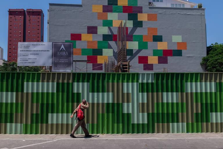 Construção de prédio na rua dos Pinheiros