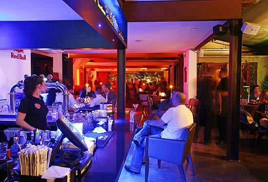 Sala De Estar Karaoke ~ Ambiente do bar Blá (zona oeste de São Paulo), que estreia o projeto