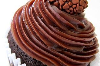 Cupcake de brigadeiro Callebaut (foto), com 100% de chocolate belga, é um dos mais pedidos pelos clientes da Dedo de Moça