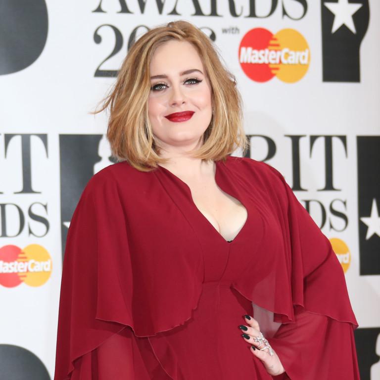 Adele entra na torcida porDiCaprio e marca encontro na escadaria de 'Titanic'