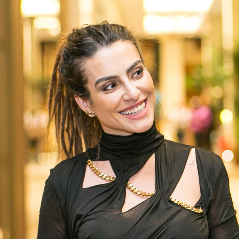 Romário avisa Cléo Pires que está solteiro após saber de 'crush' da atriz