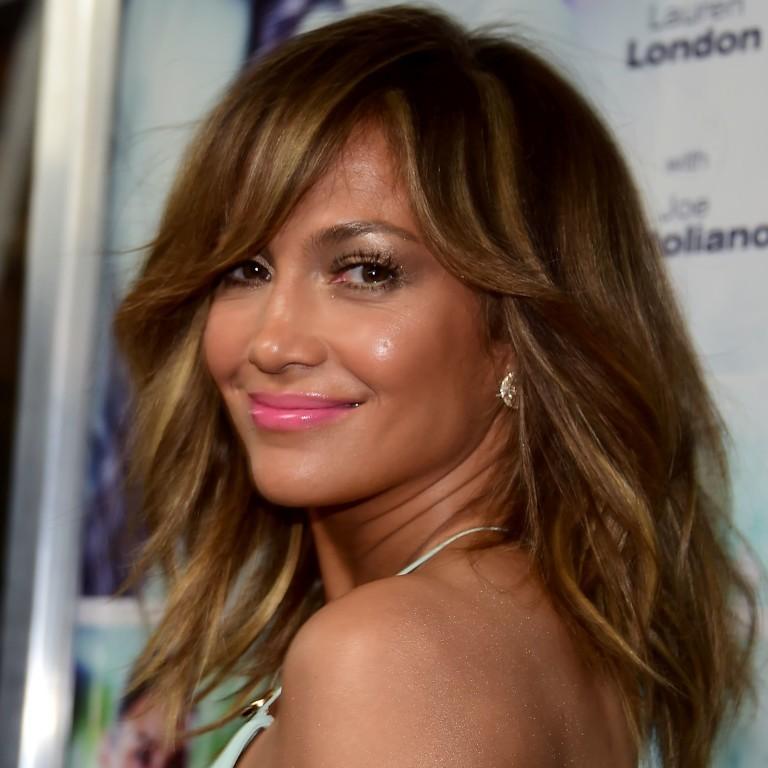 Depois de Adele, Jennifer Lopez é a passageira da vez no táxi de James Corden