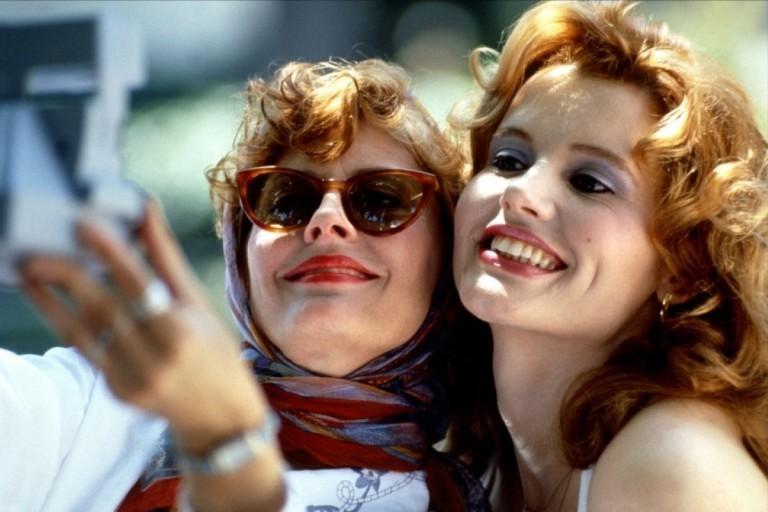 """As atrizes Susan Sarandon e Geena Davis em cena do filme """"Thelma & Louise"""""""