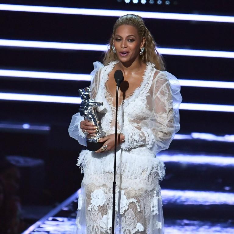 Beyoncé premiada, 'beijo' de Rihannae 'cosplay' de Ryan Lochte; confira 5 momentos marcantesdo VMA