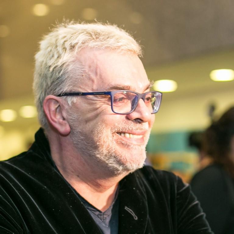 Walcyr Carrasco 'fura fila' da Globo e escreverá novela das 21h