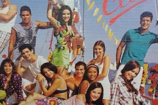 Reynaldo Gianecchini (de branc) em foto antiga de caderno, com os também atores Ana Paula Arósio e Taís Araújo