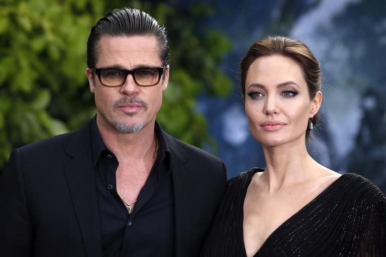 """Angelina Jolie e Brad Pitt no lançamento do filme """"Malévola"""" no Palácio de Kensington, em 2016"""
