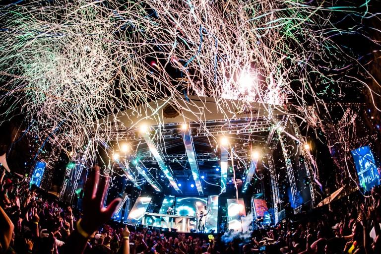 Famoso pelos fogos de artifício e efeitos de iluminação, Baile do Dennis volta a SP