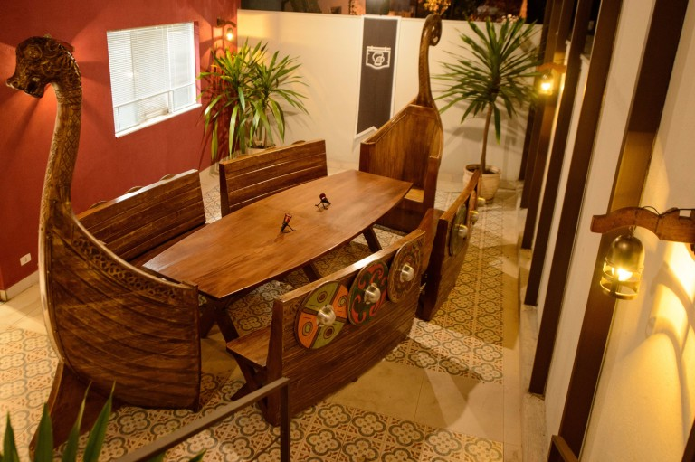 Ambiente da lanchonete Taverna Medieval