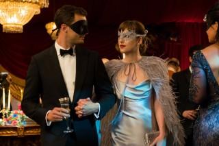 Jamie Dornan e Dakota Johnson voltam a interpretar o casal Christian Grey e Anastasia Steele no filme