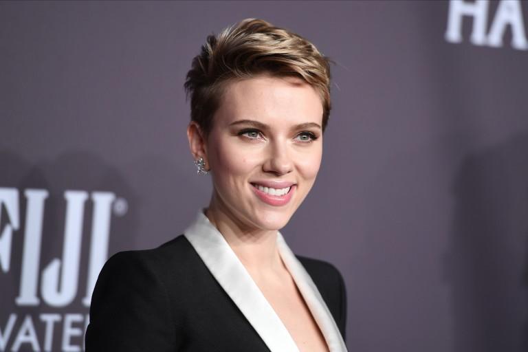Scarlett Johansson durante baile de gala em Nova York