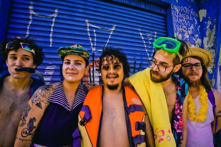 Formada por músicos brasileiros e mexicanos, a banda Francisco, el Hombre apresenta seu bloco de Carnaval
