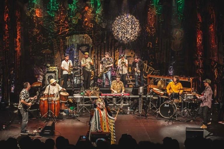 A Nomade Orquestra se apresenta no Mundo Pensante