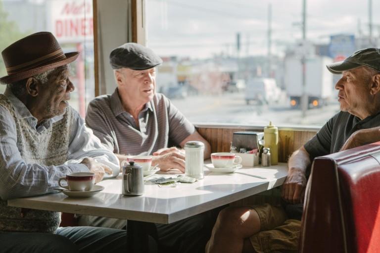 "Morgan Freeman, Michael Caine e Alan Arkin em cena de ""Despedida em Grande Estilo"""