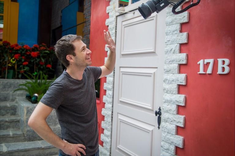"Tiago Leifert conhece a casa do ""Big Brother Brasil 17"" (Globo)"