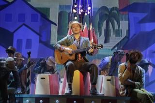Michel Teló em cena do espetáculo