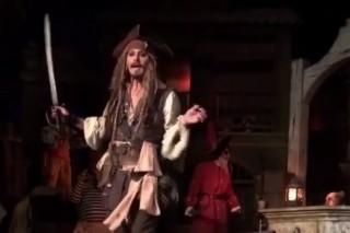 Johnny Depp caracterizado de Jack Sparrow