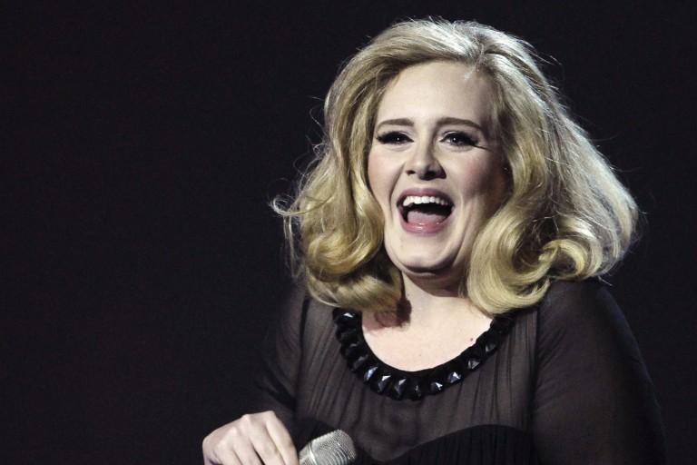 Casal é presoapós se passar por empresário de Adele em esquemapara conseguir ingressosde shows