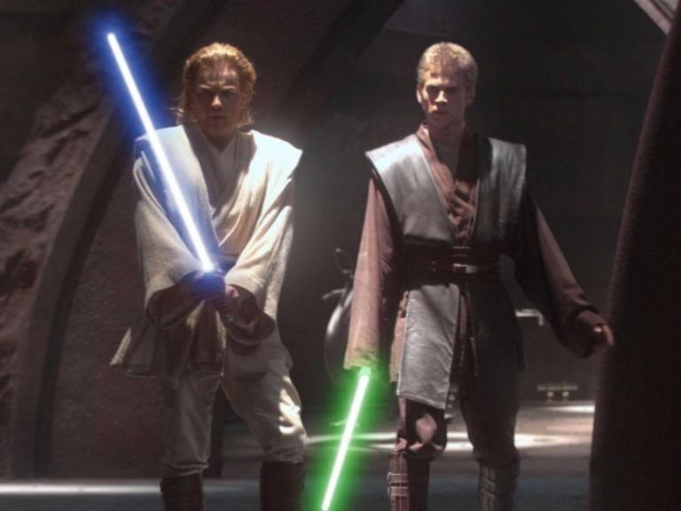 "Os atores Ewan McGregor e Hayden Christensen em cena do filme ""Star Wars-Episódio II: Ataque dos Clones""."