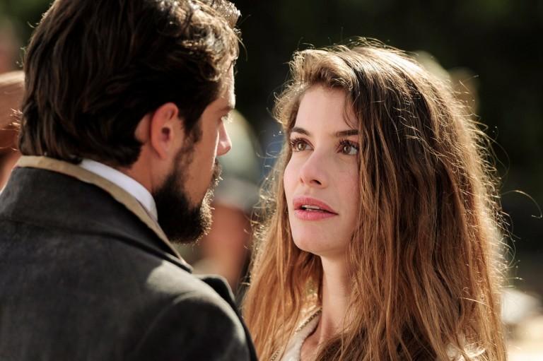 """Rafael Cardoso e Alinne Moraes protagonizaram  """"Além do Tempo"""" (2015), última novela de Elizabeth Jhin"""