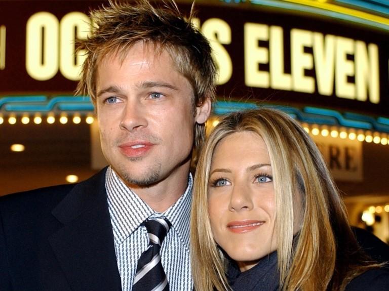 O ator Brad Pitt com a atriz Jennifer Aniston, em 2001
