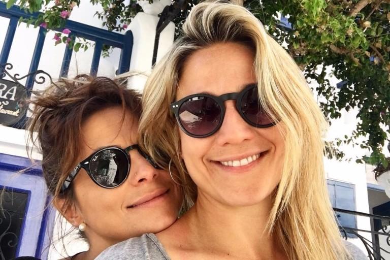 A apresentadora Fernanda Gentil com a mulher, Priscila Montandon