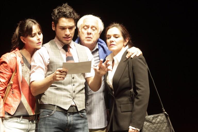 Espetáculo Baixa Terapia. Atores Alexandra Martins (esq), Bruno Fagundes, Antonio Fagundes e Mara Carvalho