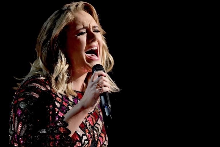 Adele cancela dois grandes shows em Londres por problema nas cordas vocais
