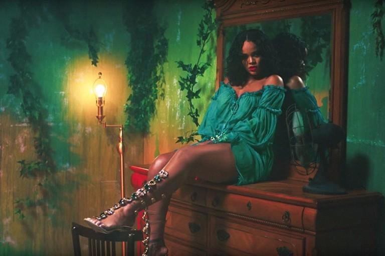 Rihanna lança terceira coleção de sapatos com o designer Manolo Blahnik