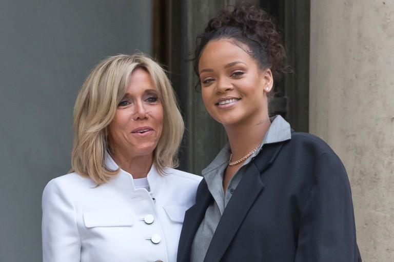 Após 'cutucada' em rede social,Rihanna se encontra compresidente francês