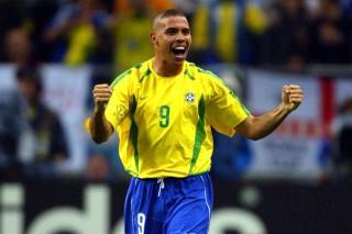 Ronaldo comemora gol contra seleção da Turquia, válido pela semi-final da Copa do Mundo 2002