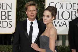 Os atores Brad Pitt e Angelina Jolie no Globo de Ouro