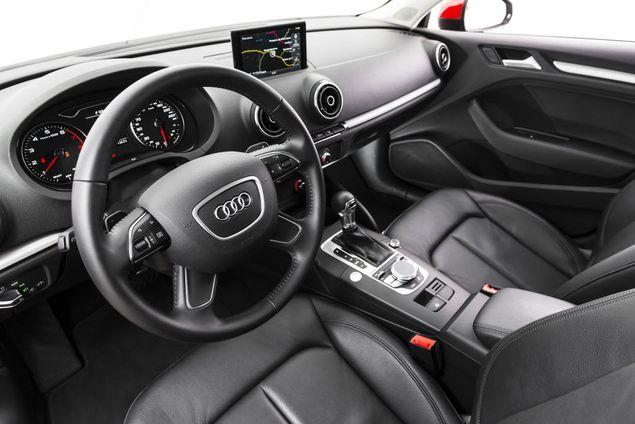 Painel do Audi A3, modelo sedan; cabines de carros da montadora passam por teste com especialistas em cheiros