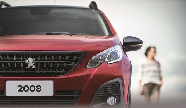 Detalhe da nova dianteira do Peugeot 2008, SUV produzido em Porto Real (RJ)